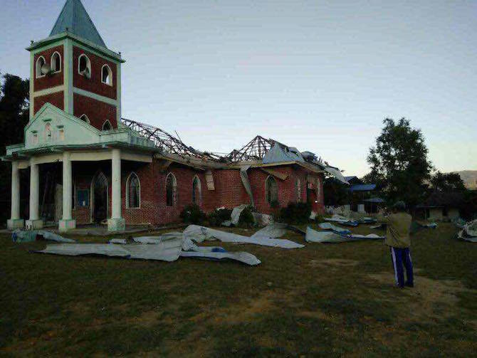 New press release Tues am #Burma: @hrw &amp; @FortifyRights on #Myanmar unjust charges vs 2 #Kachin men who showed journalists destroyed church<br>http://pic.twitter.com/XiyUVGAzOf