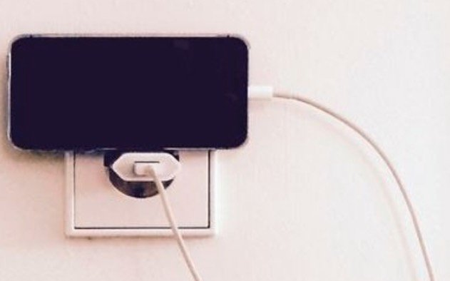 Turns out we've all been charging our phones wrong this whole time: https://t.co/oy2uiOjhYC https://t.co/QA1rZp1rQi