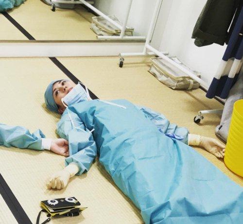 RT @narinari1999: 「コード・ブルー」手術シーン後の比嘉愛未 https://t.co/sIlA5Dw4Yi https://t.co/IXIrh4hhfM