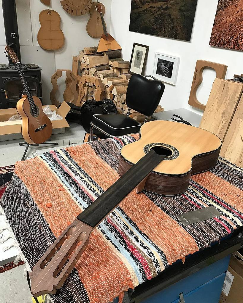 Sunday afternoon in the workshop. #luthier #guitar #guitarmaker #guitarist #guitarplayer #workshop #wood #whatsony…  http:// ift.tt/2gW7SEn  &nbsp;  <br>http://pic.twitter.com/NSBK8pmYeo