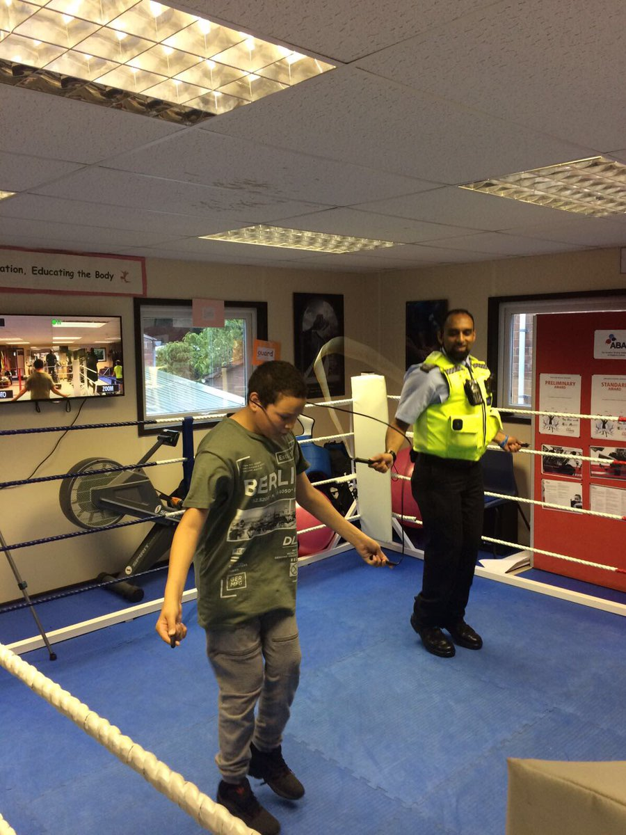 Had a great time getting involved with young people @ boxfitt #Bedford today #boxing #youthengagement #Cohesion @bedspolice<br>http://pic.twitter.com/fzGQDk5jgq