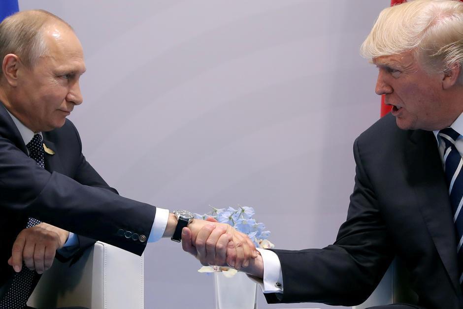 Vu de Russie • Le complot entre le Kremlin et Trump est une mystification https://t.co/4hUfQqHPkx