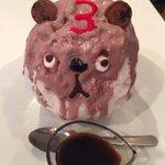 店員「当店3周年記念のマスコットキャラのかき氷でーす」私「わぁ〜かわい……可愛い(言い聞かせ)」 p…