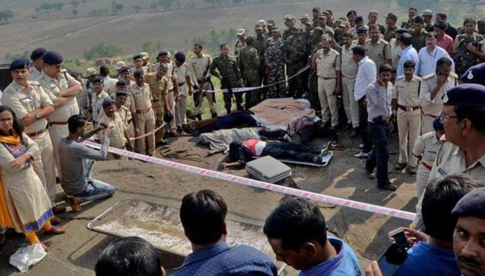 Bhopal jailbreak: Why no CBI probe into '#SIMI encounter', SCasks Centre and MP govt  http:// read.ht/B3XI  &nbsp;    @BhadraSinha reports<br>http://pic.twitter.com/PLaDAWnRqb