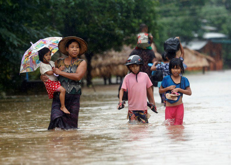 2 killed, 100,000 displaced by floods in Burma  http://www. dvb.no/news/2-killed- 100000-displaced-by-floods-in-burma/76586 &nbsp; …  #burma #myanmar <br>http://pic.twitter.com/nOd0naLRkN