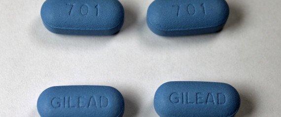 에이즈는 예방과 치료가 가능한 질병이다. HIV/AIDS 환자라도 치료제를 복용하고 적절하게 관리를 받는 경우, 콘돔 사용 여부와 상관없이 타인을 감염시키지 않는다. 이건 팩트다  https://t.co/IxibOmu5wO