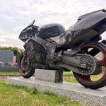 近所の墓石屋が本気の出し方を間違えてます。 pic.twitter.com/B5cWMpRmPo