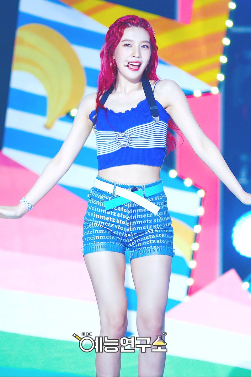 [OFFICIAL] 170722 Music Core #조이 #JOY (1) <br>http://pic.twitter.com/6nDGHNtHaX