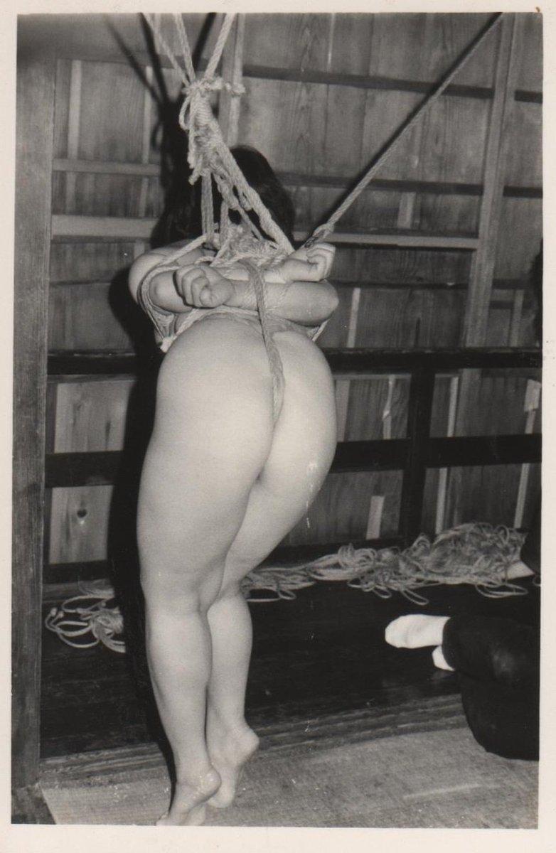 梨花悠紀子 緊縛 「緊縛写真」。大分市在住の緊縛師、梨花悠紀雄による作品。奇譚クラブで人気を博したモデル梨花悠紀子に由来する芸名で、大分を中心に緊縛を実践しています。