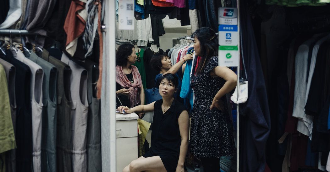 In Urban #China, Hardly Anyone Is Using #Cash Anymore  http:// buff.ly/2uOSeAH  &nbsp;   #mobilepayments #mobile<br>http://pic.twitter.com/yDvlwku0re