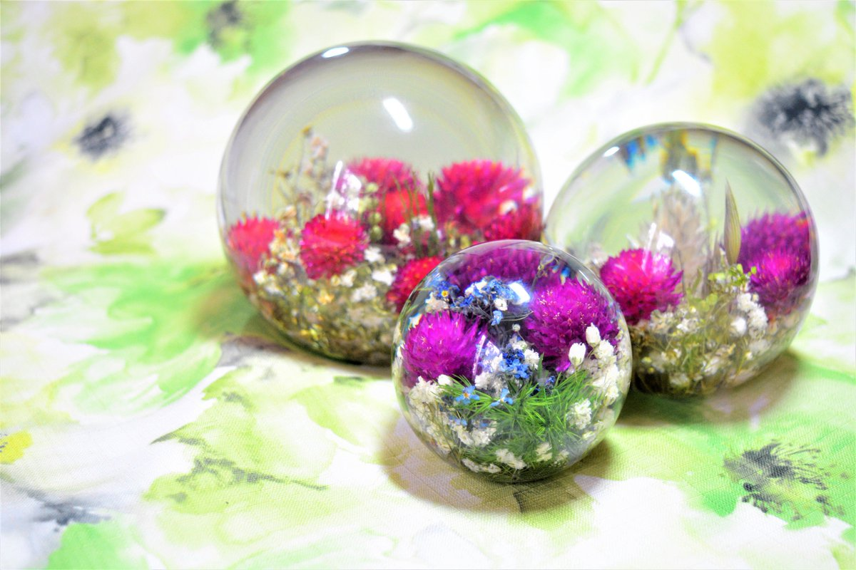 Housewarming gift lucky clover in a little ball buy here:  http:// etsy.me/2vqPvuu  &nbsp;   #clover #housewarming #giftforbirthday #paperweights #Wow <br>http://pic.twitter.com/o4fS6oBFqb
