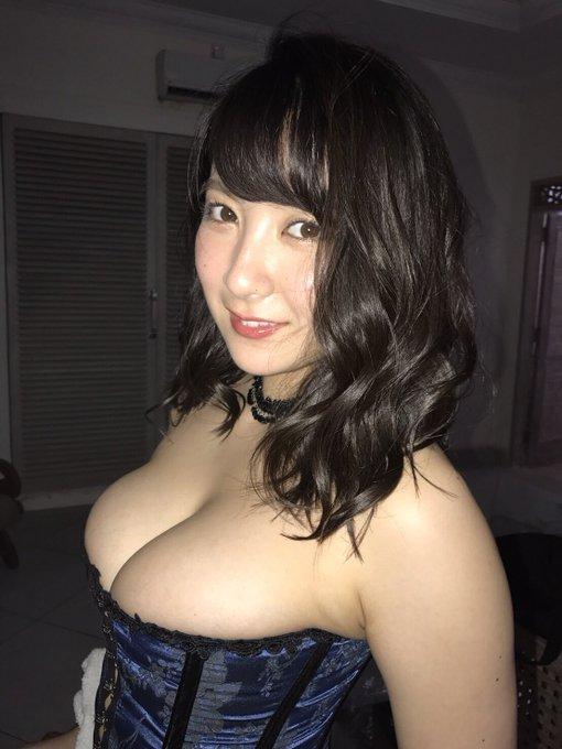 グラビアアイドル紺野栞のTwitter自撮りエロ画像16