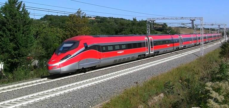 """Scandalosa Trenitalia: """"Nasconde i viaggi più economici"""", 5 milioni di multa Antitrust"""