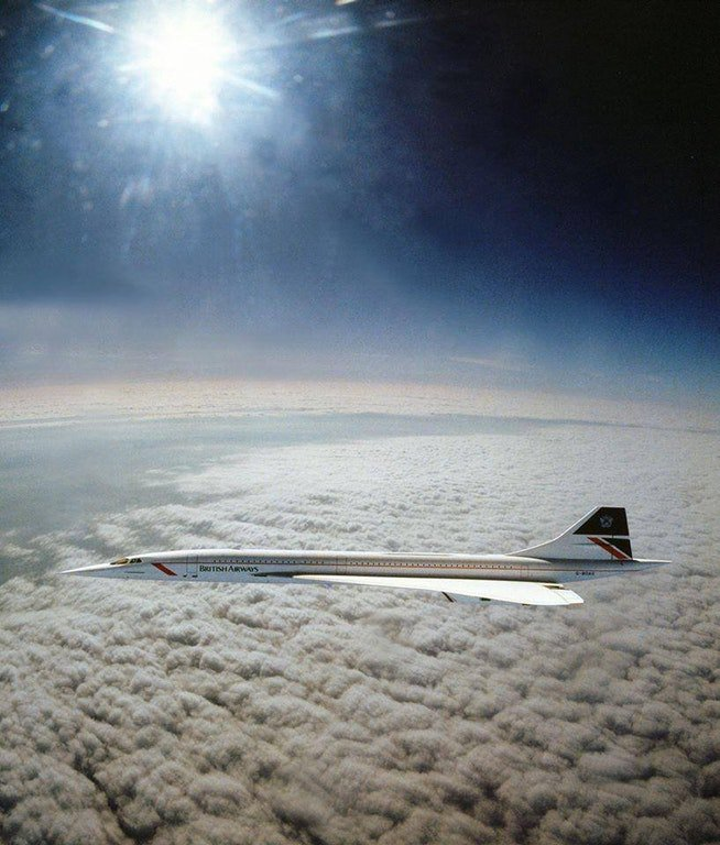 The only picture ever taken of Concorde flying at Mach 2 (1,350 mph). #planes #avgeek #aviation #Concorde<br>http://pic.twitter.com/Lb09j0bFVz