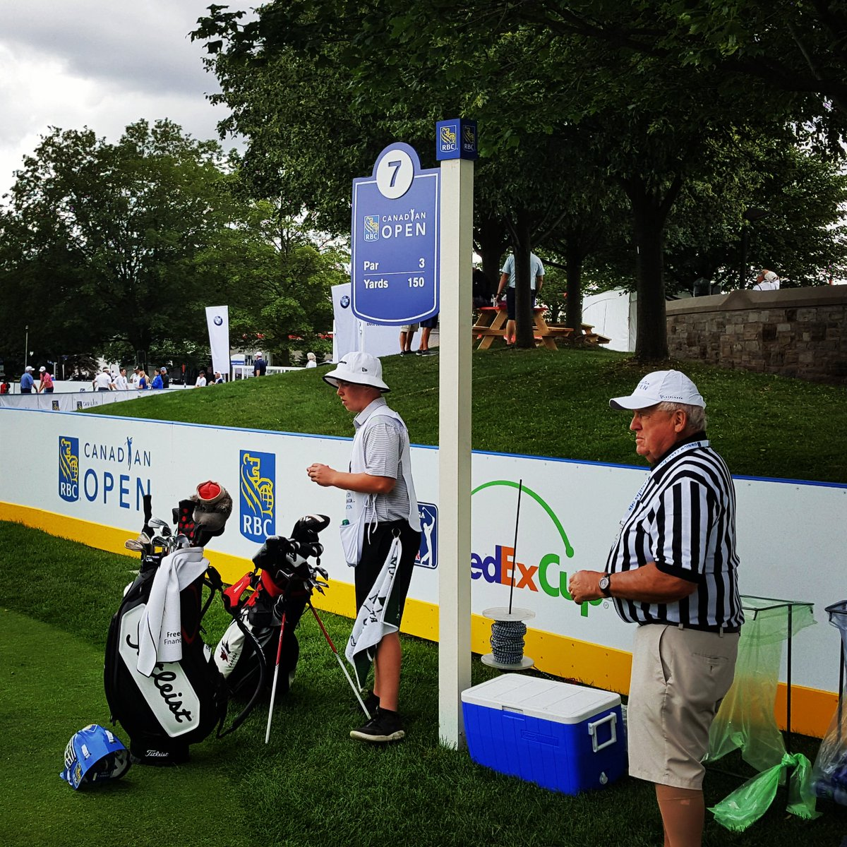 Two minutes for looking so good.  Hockey boards and refs set up on par-3 7th hole this week @RBCCanadianOpen #pgatour #golf <br>http://pic.twitter.com/m1uxbwCKtM