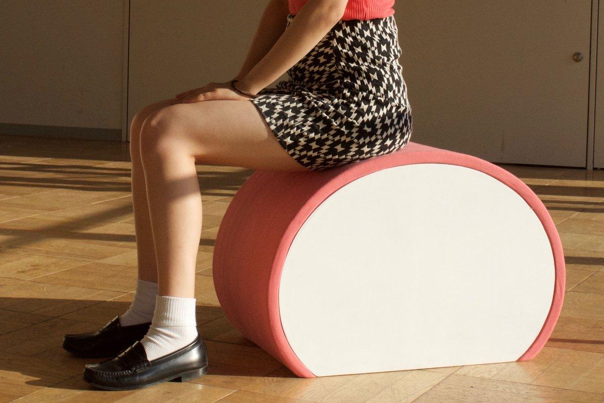 かまぼこの椅子を作りました。土台はテーブルの天板にもなります。 pic.twitter.com/CEtqgjfU6S