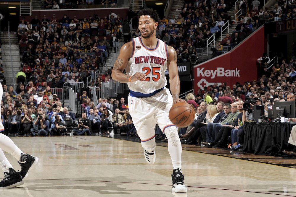 Derrick Rose leaning toward signing with Cavs over Lakers, per @wojesp...