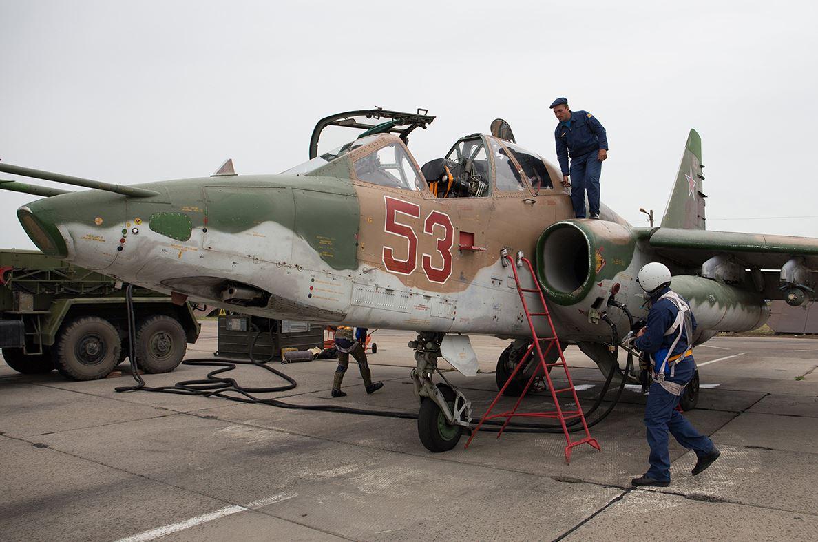 تعرف على النسخه الاحدث من مقاتلات Su-25 ..........المقاتله Su-25 SM3 DFgPQw1XgAIgBfk