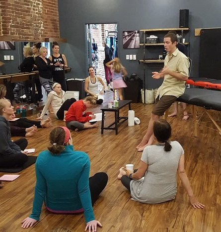 Meet us at Barre One Studio tonight! Class at 5:45 and a talk by Blake about #community #acupuncture &amp; #cognitive #clarity. Wine + raffle! <br>http://pic.twitter.com/Qj67oHo0eD