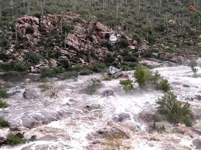 Rescuers work to save 17 stranded in Arizona https://t.co/CHOYoQJjBf