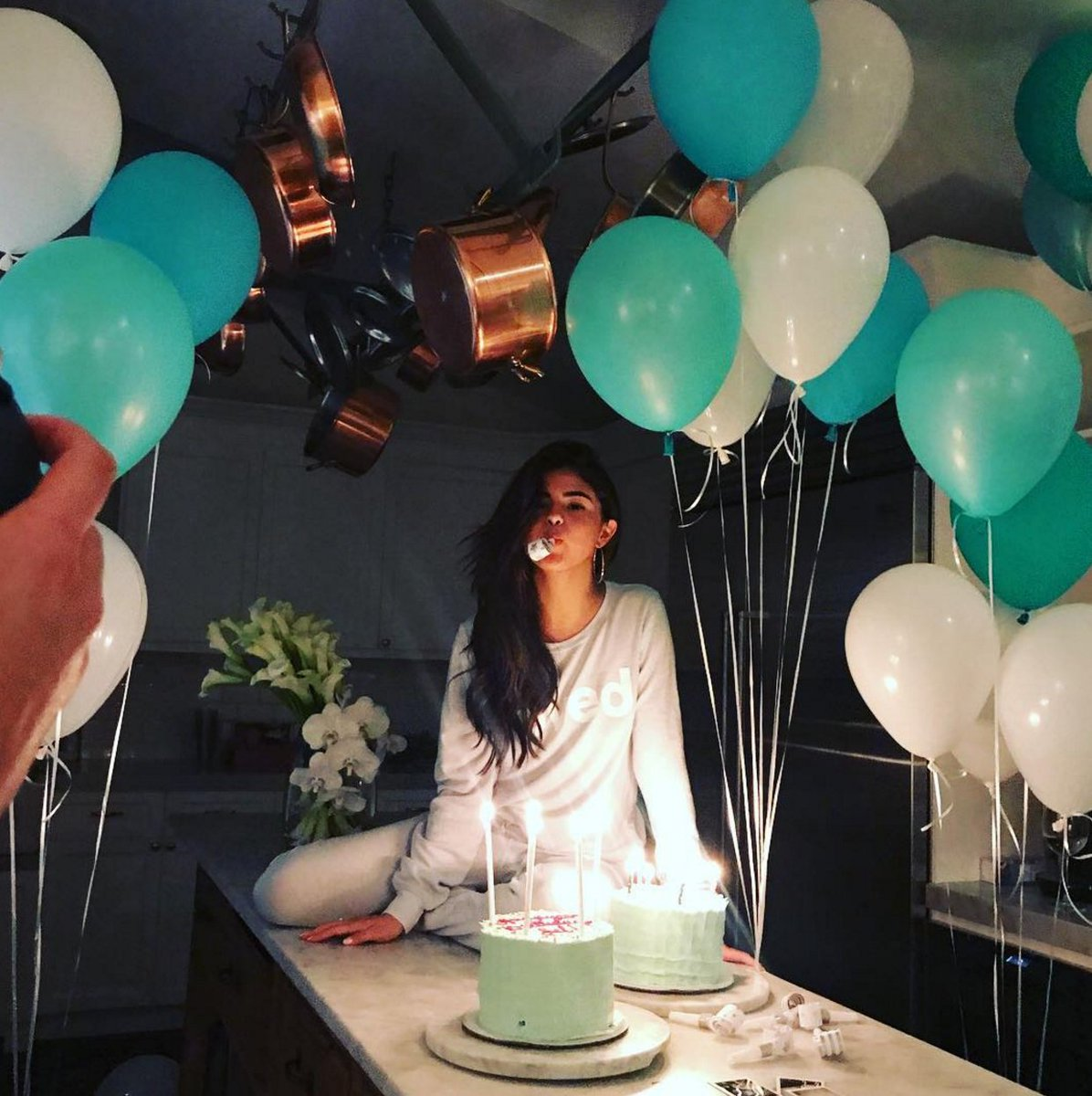 Selena Gomez was the definition of casual, comfy perfection on her 25th birthday: