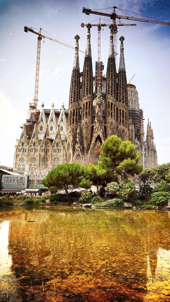 和合真一 本日は慌ただしく なかなかinstagram T Co Agkcqlxaov を更新できそうにないので はじめて間近で見たサグラダ ファミリアの感動をお裾分けします 綺麗に撮れた スマホの壁紙なう ワールドツアー完璧map Bsフジ スペイン