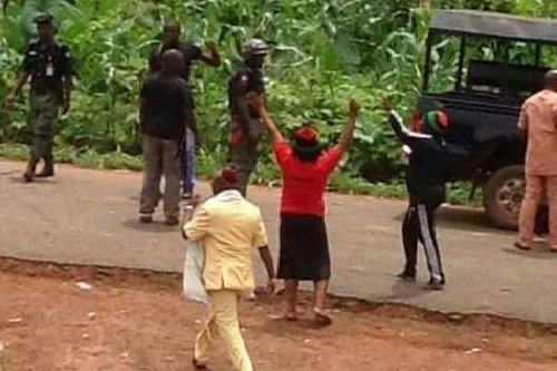 Police operatives are firing live bullets at members of the Indigenous People of Biafra [IPOB] to disperse them as they gather to welcome their leader, Mazi Nnamdi Kanu