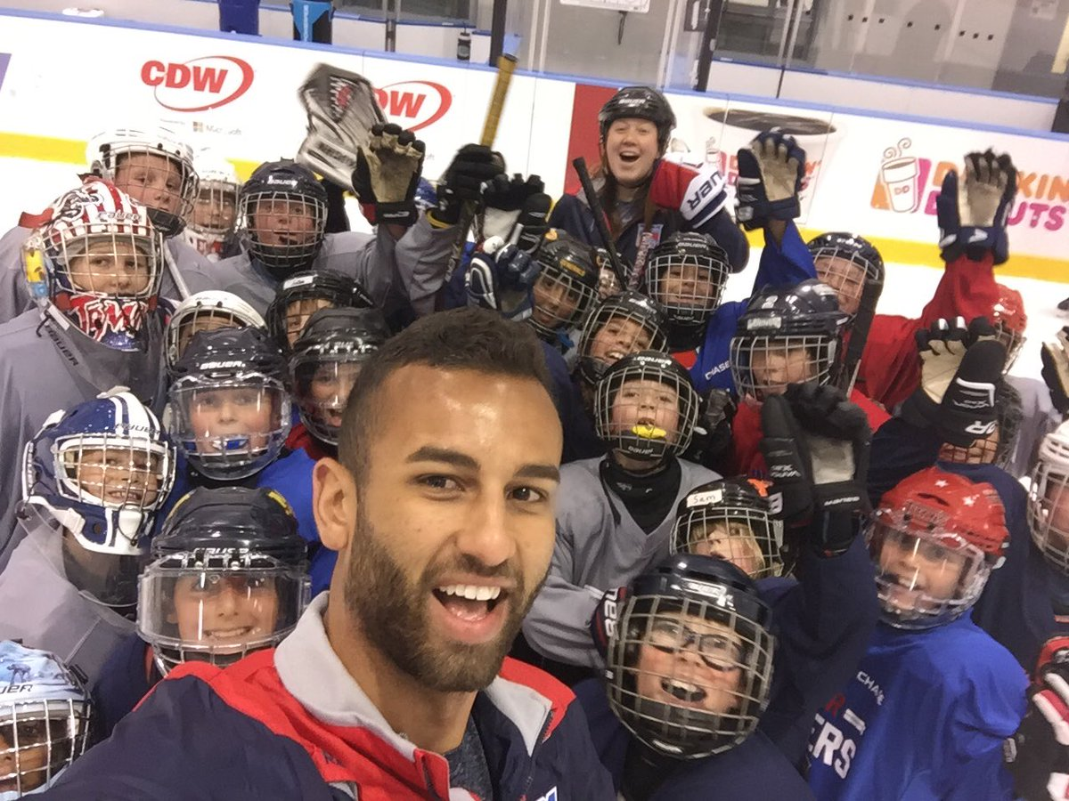 Quick team selfie with #NYR prospect Cristoval Nieves before the #JrRa...