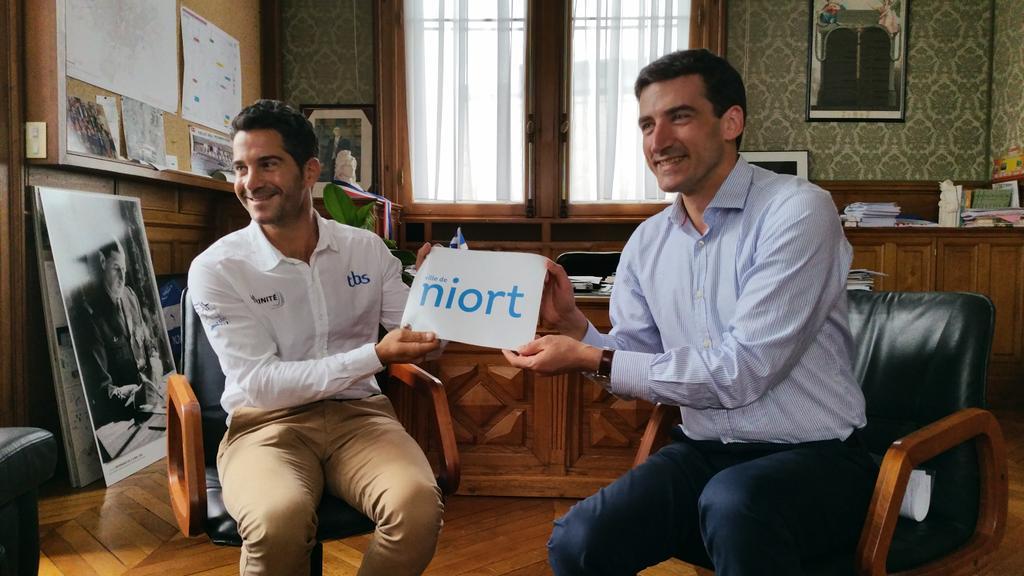 Julien Viroulaud, membre de Team Jolokia, portera les couleurs de la Ville de #Niort, lors de la Fastnet Race. https://t.co/YkvSBzYP4P