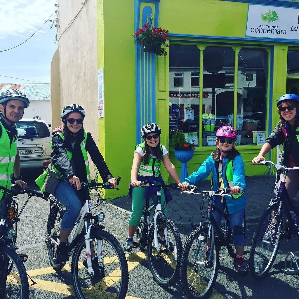 This wonderful and very cool  family had a great day cycling  the sky road today. Well done to all #clifden #con…  http:// ift.tt/2urc8AJ  &nbsp;   <br>http://pic.twitter.com/2uv95DU6kG