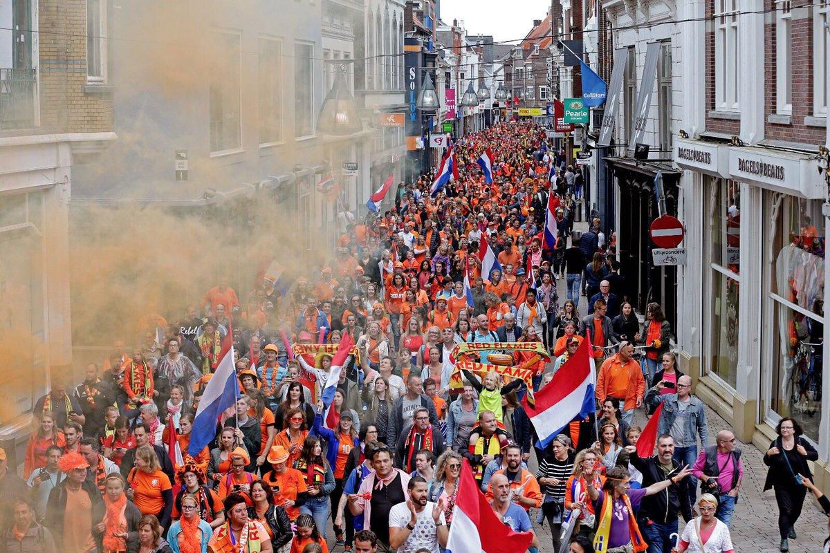 Goh en wij maar denken dat deze fans toch echt voor Nederland-België kwamen!