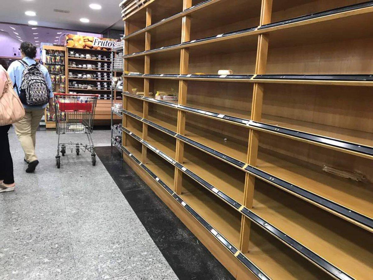Supermercados de Caracas amanecieron con sus anaqueles vacíos