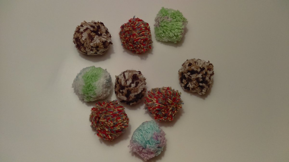 Your #cat would love to bat these poofy pom pom toys!  https://www. etsy.com/listing/546101 307 &nbsp; …  #kitty #cutecats #cuteanimals #craftshout #epiconetsy #kitten<br>http://pic.twitter.com/ktnGr9XRx8
