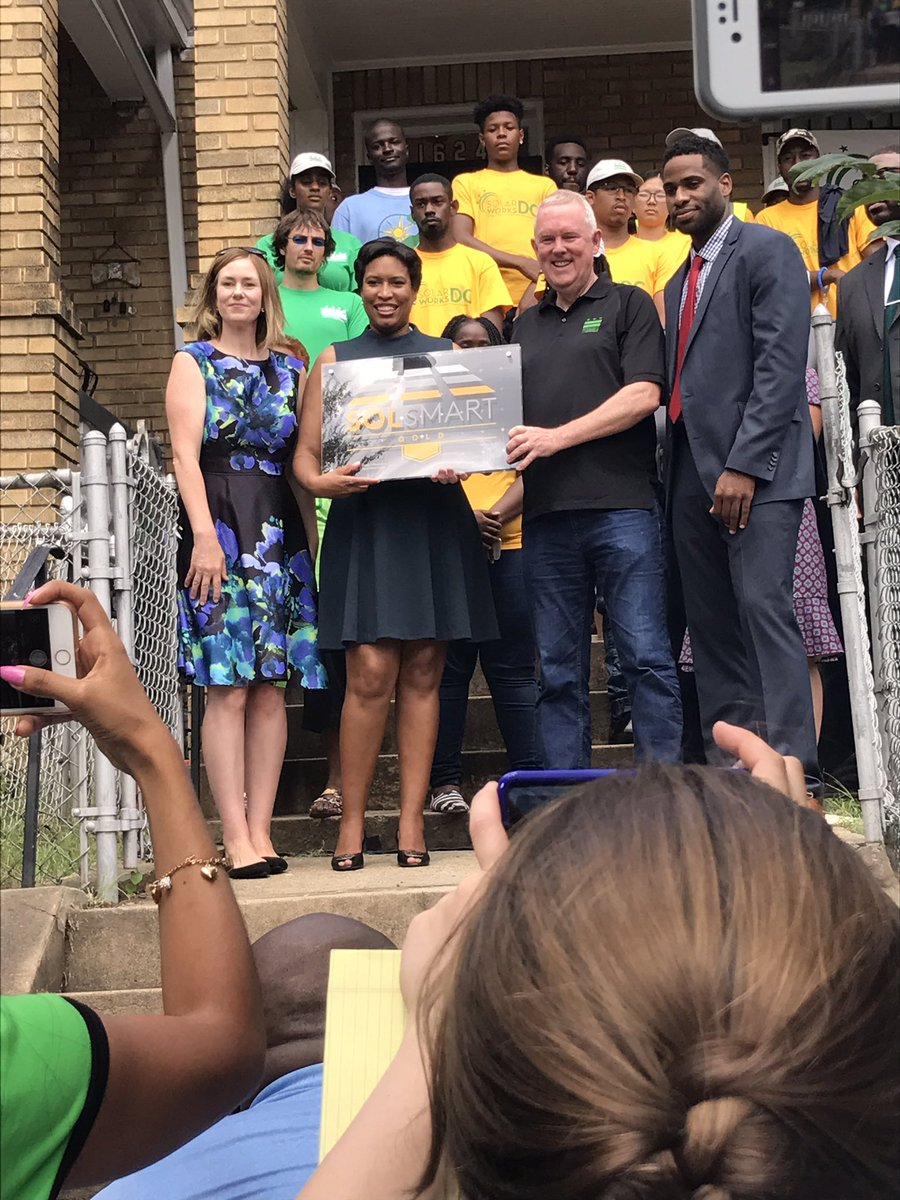 Congrats to DC on earning @GoSolSmart Gold! Beautiful morning to celebrate #solar successes w/@MayorBowser @DOEE_DC @GRIDmdv @solarfound<br>http://pic.twitter.com/r3Diig1FkU