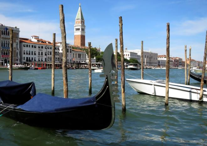 #Climate change challenges sinking city of Venice | @NewsHour  http:// crwd.fr/2unF3FG  &nbsp;   #globalwarming #divest <br>http://pic.twitter.com/1AKuIv3vgJ