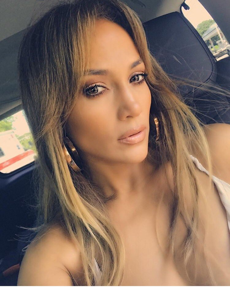 Happy birthday to the beautiful & talented @JLo! Wishing you an amazing year �� https://t.co/9aLhFkjUaa