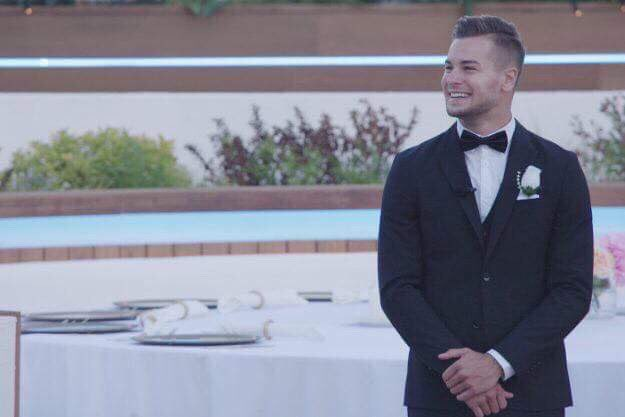 Get a guy who looks at you like Chris looks at Liv 😍 #loveisland #loveislandfinal