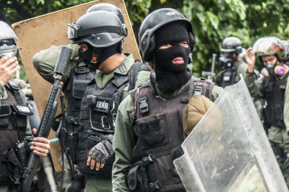 LIBERTAD,  El ejército de Venezuela debe salir a las calles a detener a la Guardia Nacional de Maduro