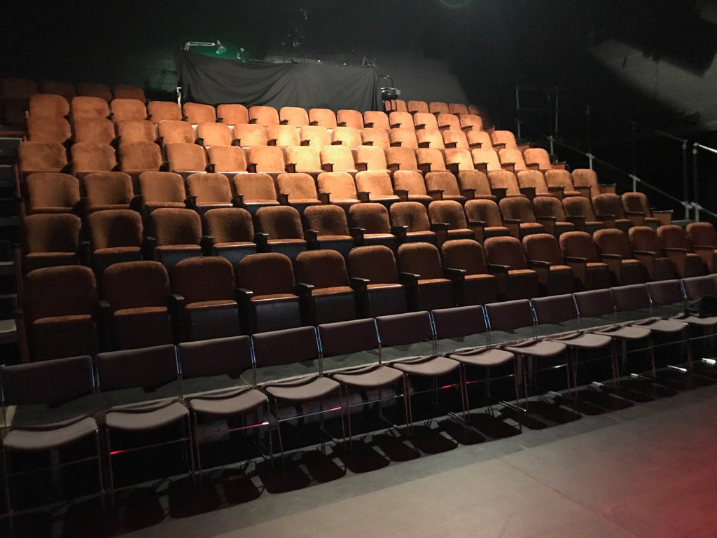 So @la_chapelle @justforlaughs turns out to be a proper lovely studio theatre. Exciting. #MyFamilyNotTheSitcom https://t.co/eNUdH3LlKA