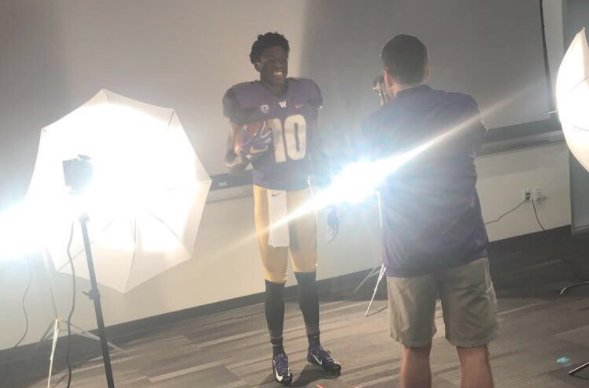 2019 four-star Folsom (Calif) WR Joseph Ngata has always had high interest in #Washington. Talks recent visit + more  https:// washington.rivals.com/news/huskies-l ooking-strong-for-2019-four-star-wr-joseph-ngata &nbsp; … <br>http://pic.twitter.com/PTRh8idsTe