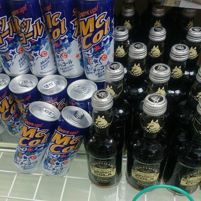 世界一うまいコーラ キュリオスティーコーラVS世界一まずいコーラ (麦コーラ)メッコール。両方飲んで感想をくださいキュリオスVSメッサーラ。