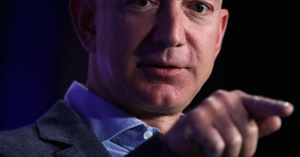 Amazon expanding in #Healthcare Making Industry Players &#39;Nervous,&#39;  http:// cnb.cx/2uqvTs2  &nbsp;   @CNBC @chrissyfarr #Innovation #AmazonCare #hcldr<br>http://pic.twitter.com/cyX14dQfnP