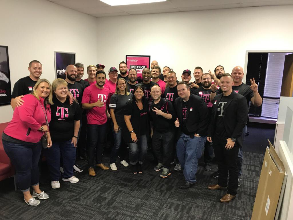 @rsnorbeck, @CinciSusieD, and Team Cinci totally rocked the day! Let&#39;s go #IMPACT the second half! @ARod_013 @Kenyadunn12  #NCredible <br>http://pic.twitter.com/h5ExhnSBnP