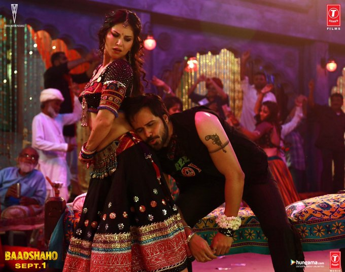 Its gonna be  a HOT day today! @emraanhashmi & @SunnyLeone scorch it in #PiyaMore song from #Baadshaho https://t.co/PPfLLNtrmi