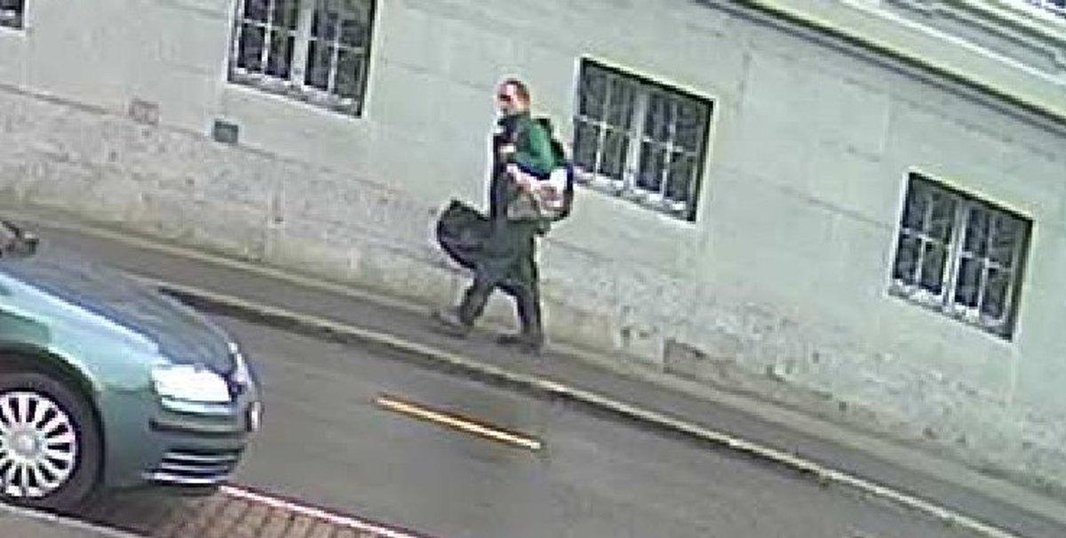 Der Kettensägen-Angreifer von #Schaffhausen ist weiter flüchtig. https://t.co/D2G4qo8cIx