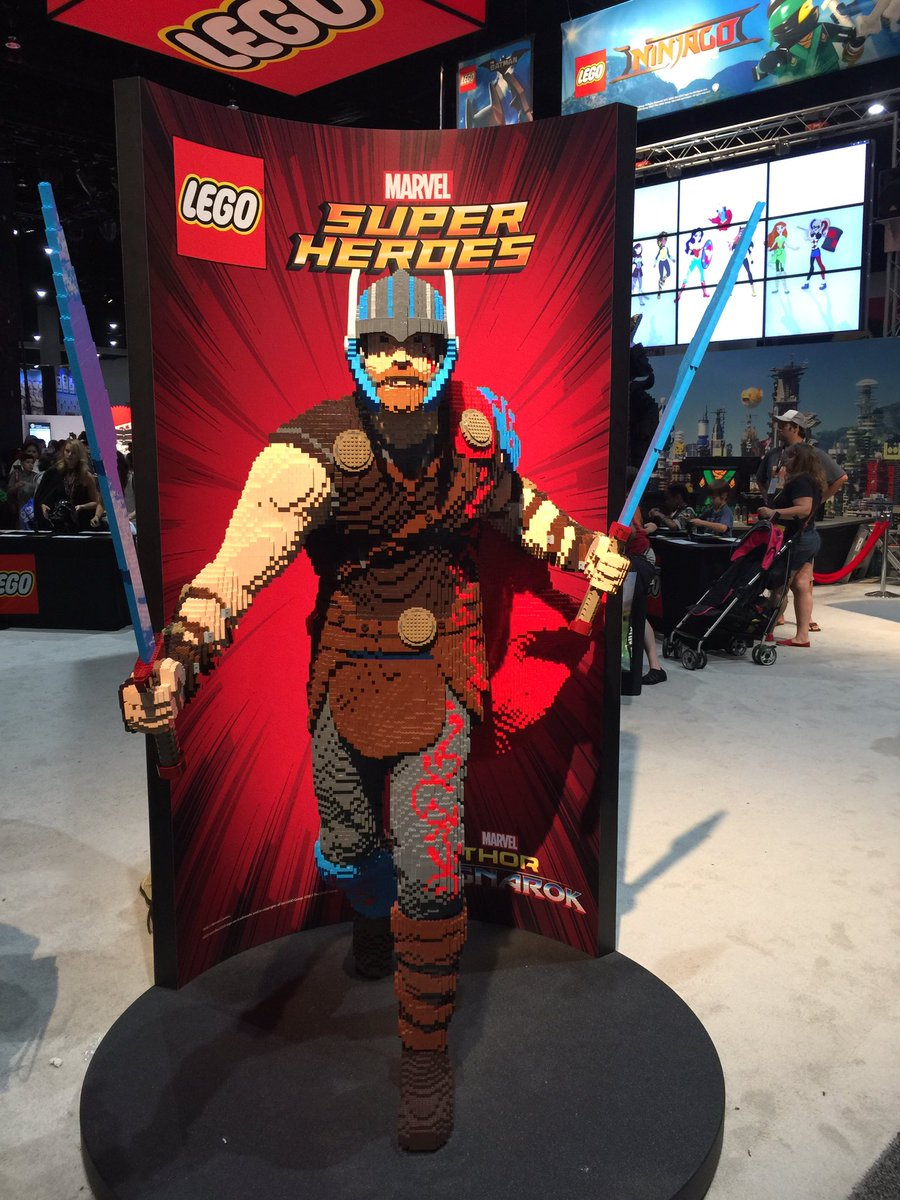 #LEGO shares their life size renditions of Star Wars #Luke, #Marvel&#39;s Mighty #Thor &amp; #DCcomics speedster #Flash.... these sets aren&#39;t cheap<br>http://pic.twitter.com/8bvZeqBK1a &ndash; bij San Diego Convention Center