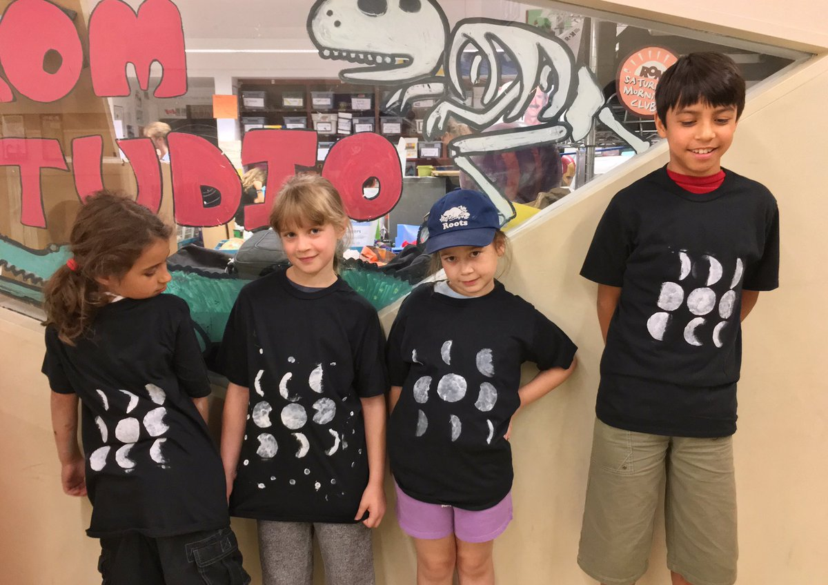 Moon phases shirts! New best art project of the summer! #summerclub75 #sciart #scicomm<br>http://pic.twitter.com/ZBavCiqSRC &ndash; bij Royal Ontario Museum