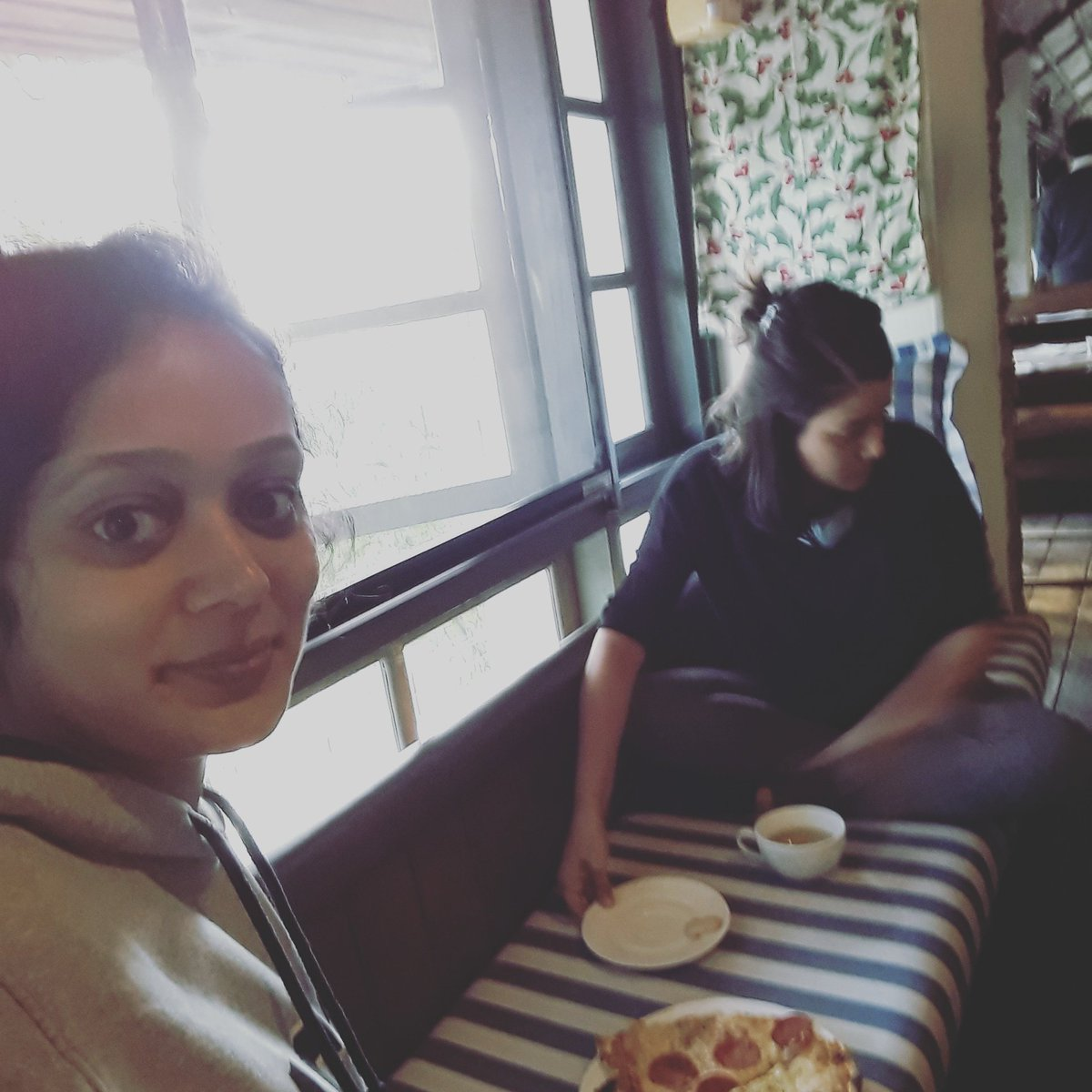 Nothing says better #lunch than a #pizza with a #friend #funtimes #love #loveforfood #Foodiechats #happiness #friendzone #awesomeness<br>http://pic.twitter.com/E60hcOMYWz