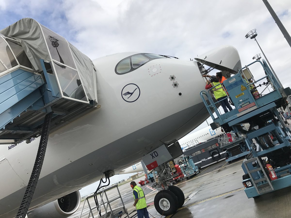 Health check-up for heart and nose: weather radar check of our 4. #LHA350! #avgeek #Spotter <br>http://pic.twitter.com/FrsEJlZ0l0