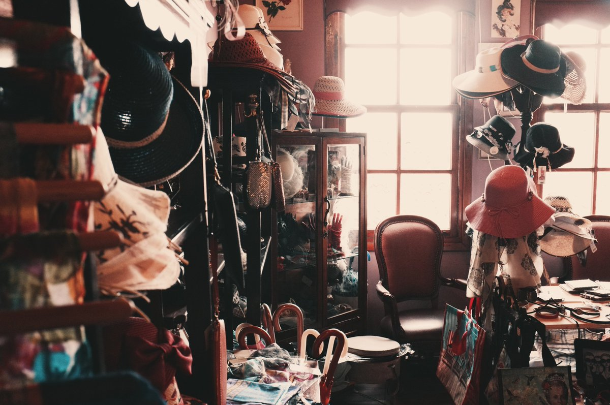 Ever found an #antique treasure in a #charity shop? Check out our top tips for doing just that:  http:// bit.ly/antique-treasu res &nbsp; …   #charitytuesday<br>http://pic.twitter.com/lD3xGMWpFS